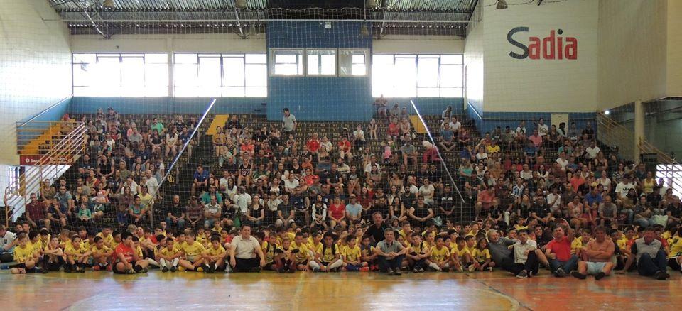 ACIC é uma das apoiadoras do projeto das escolinhas de futsal