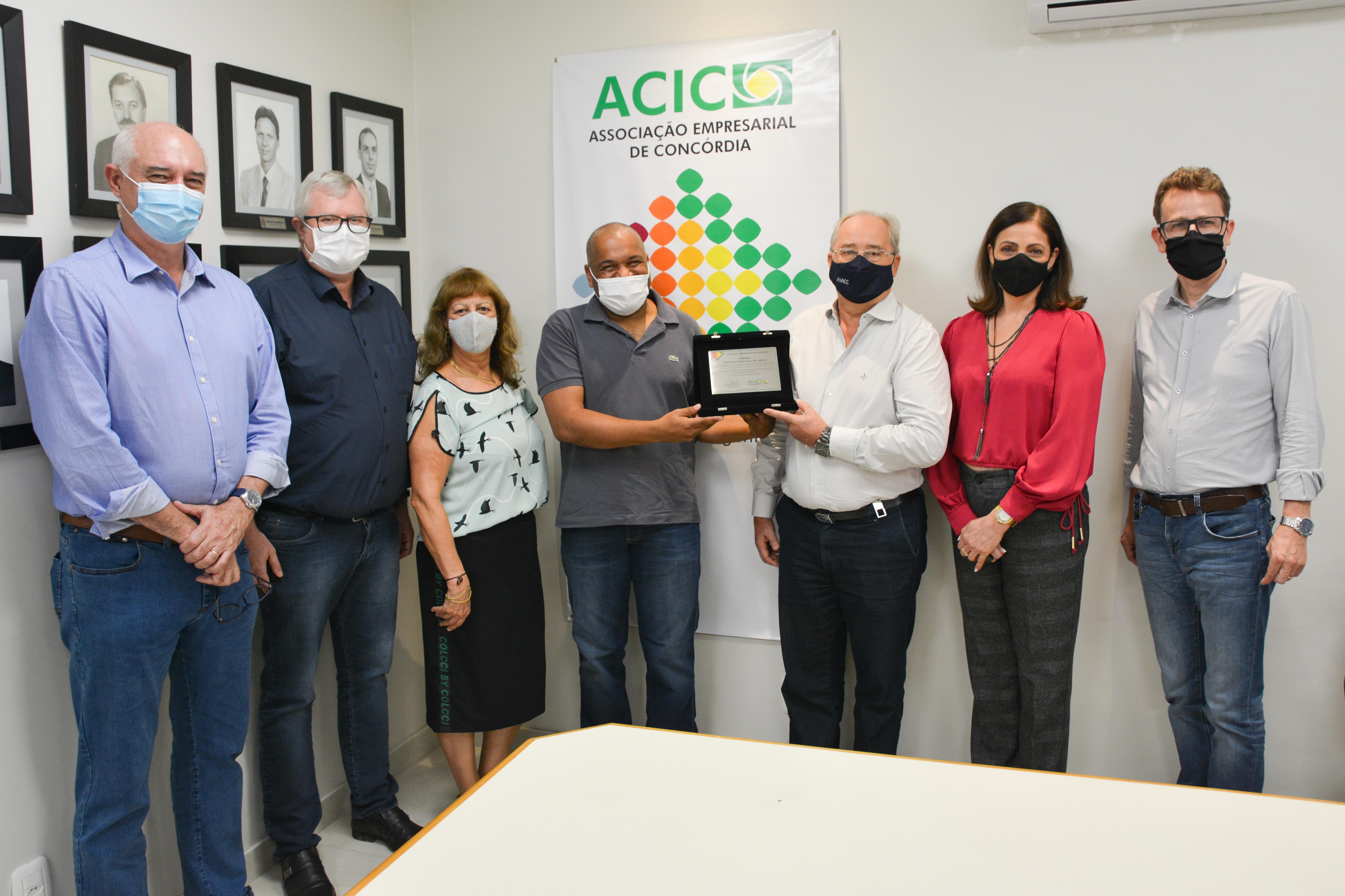 ACIC presta homenagem ao coronel Sérgio Vargas