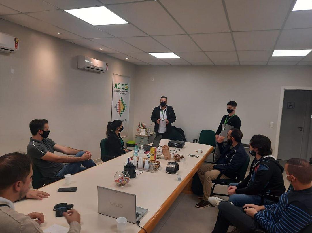 """Jovens empresários abordam tema """"Gestão de Pessoas"""""""